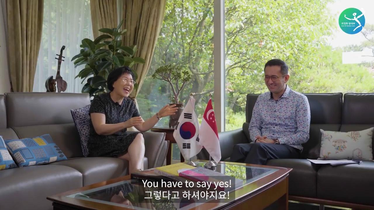치킨 매니아 싱가포르 대사가 이곳을 좋아하는 이유_ Singaporean Ambassador's favorite Korean things are_ 0-3 screenshot.png